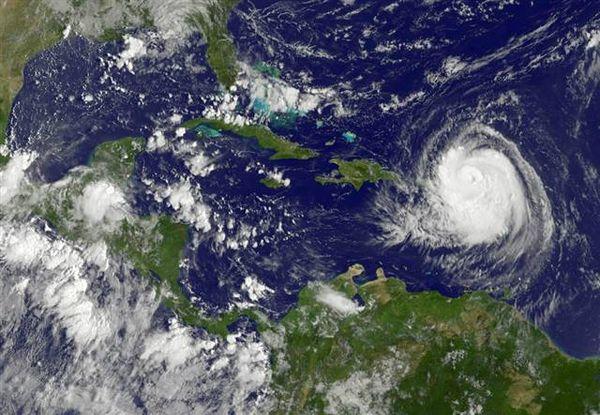Earl: NOAA