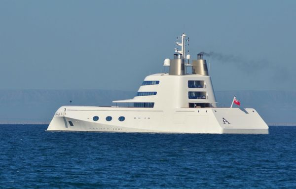 Bond boat-1. It became obvious at first glimpse that the mysterious, ...