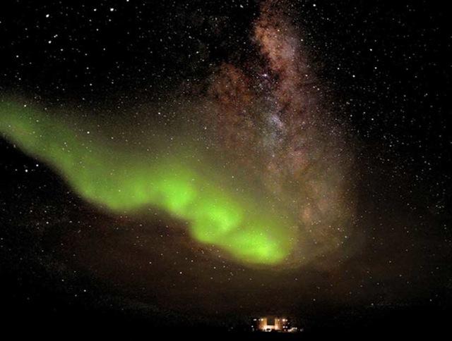Aurora-antarctica-zoom